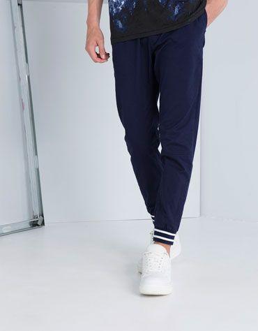 Pantalón jogger detalle rayas - Chico - Bershka Colombia