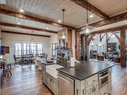 The property that Miley Cyrus bought in Williamson