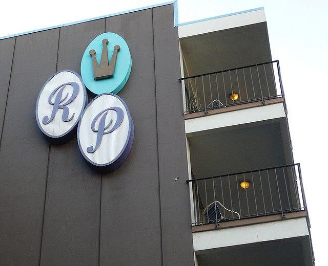 Royal Pacific Motor Inn signage