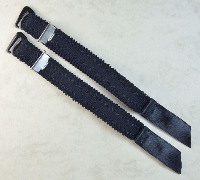 Die zwei extravaganten Bänder sind mit Strumpfhalter-Clip ...