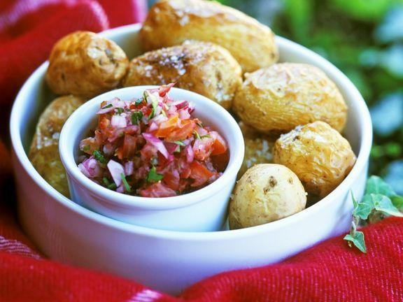 Salzkartoffeln mit Salsa ist ein Rezept mit frischen Zutaten aus der Kategorie Salsa. Probieren Sie dieses und weitere Rezepte von EAT SMARTER!