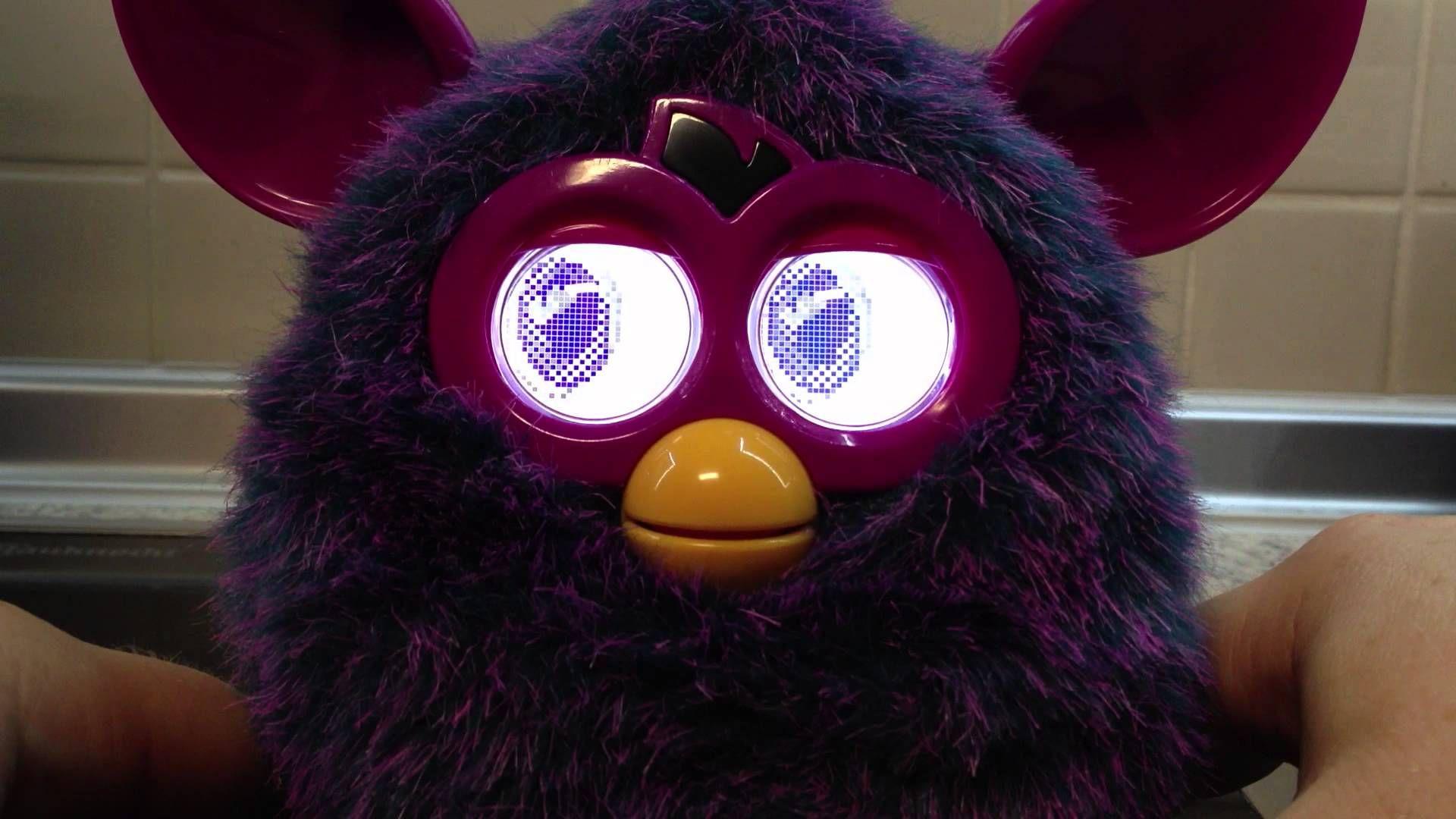 Furby, deutsch. Wechselt von böse nach lieb.