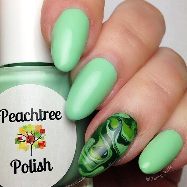 Finally getting around to posting my green💚nails for Week 04 of #31DC2017Weekly 💚 I love this green color!  The accent nail is my first Drip Marble!  It was really fun to make! 💚 . . . . . . . . .  Products used: . . . . . . . . . . . .• 💚Polishes: Fresh Fields by @peachtree_polish • 💚Drip Marble: several SinfulColors by @sinfulcolors_official • 💚Topcoat: Oh That Shine! by @peachtree_polish