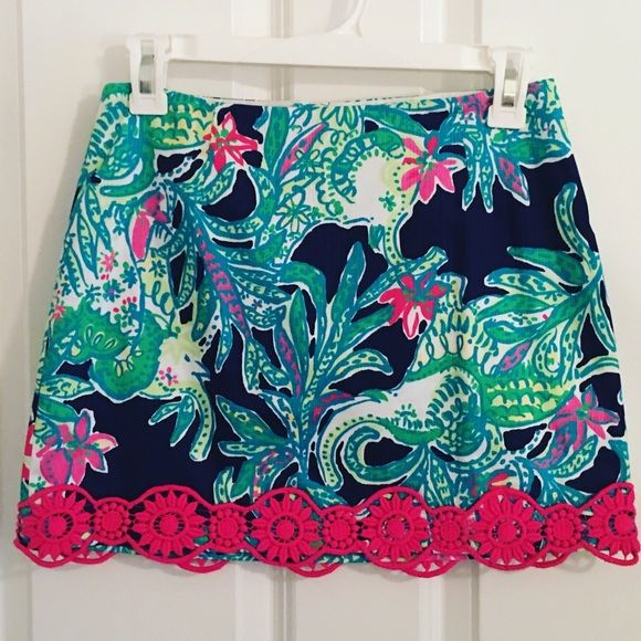 NWT Lilly Pulitzer Tate Skirt in Trunk Show New with tags! Such a great print with pretty bright pink lace trim! Lilly Pulitzer Skirts Mini