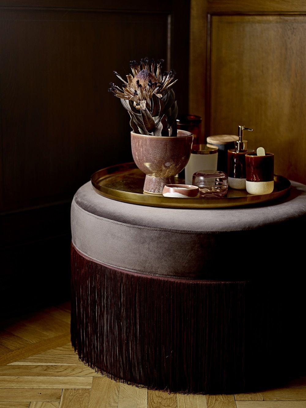 Dieser Elegante Samtpouf In Dunklem Bordeaux Liegt Voll Im Trend. Das  Goldene Deko Tablett