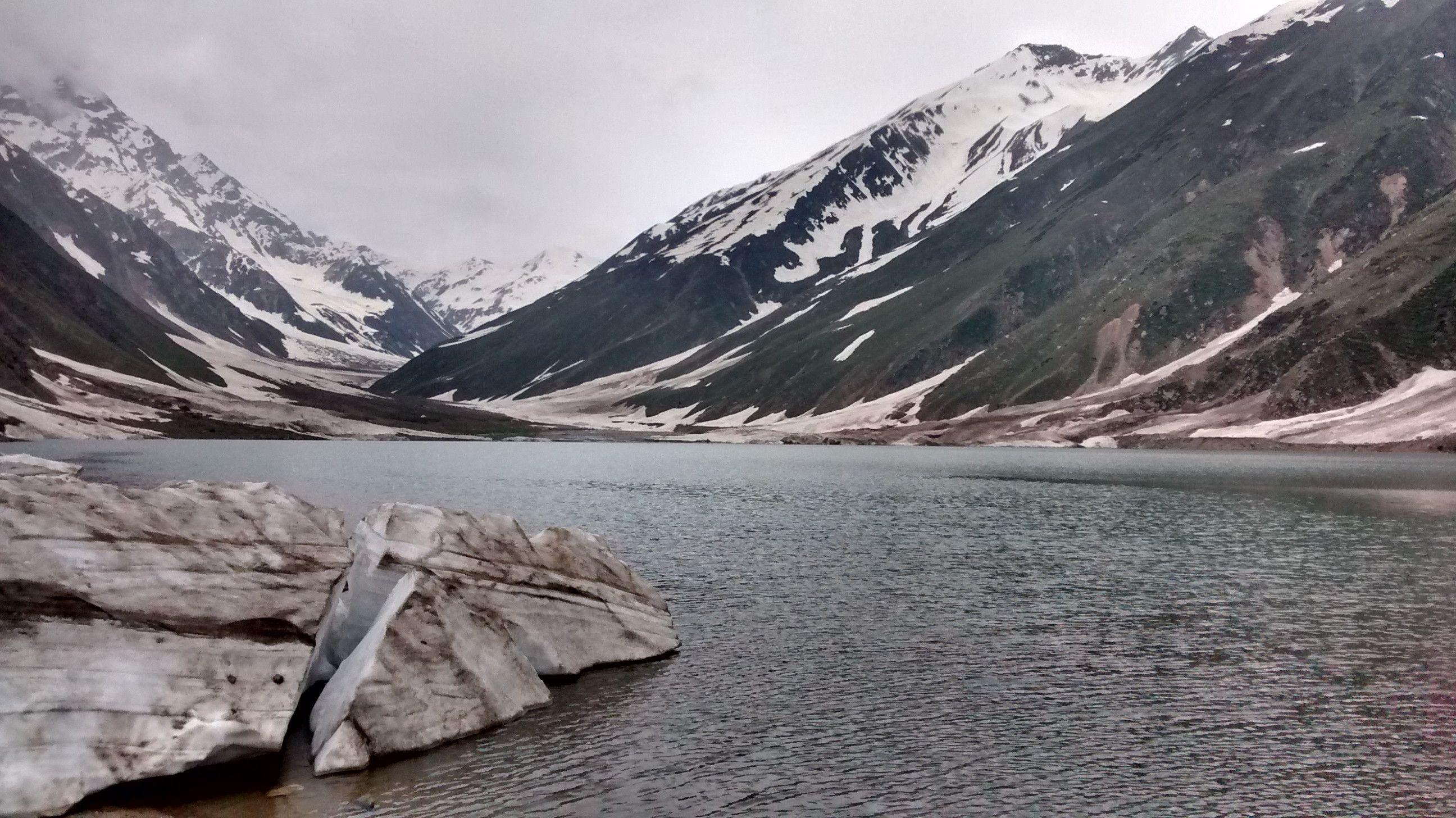 Lake Saif-ul-Malook Pakistan. (OC) [2592x1456] http://ift.tt/29c6g5o