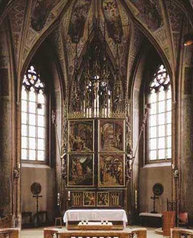 Unter der Woche, von Montag bis Samstag, waren die Flügel des Altars geschlossen. Die vier Bilder auf der Außenseite der Flügel erzählen den Kirchenbesuchern Begebenheiten aus dem Leben des hl. Wolfgang, der immer gut erkennbar im prächtigen Bischofsornat dargestellt ist.