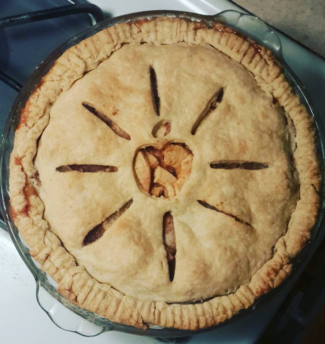 YES LET'S DO THIS  #applepie #freshpicked #apple #pie #applepicking #fall #warm #dessert #baking #sweettooth #gimmeaslice #firstoftheseason  @ryan_simard
