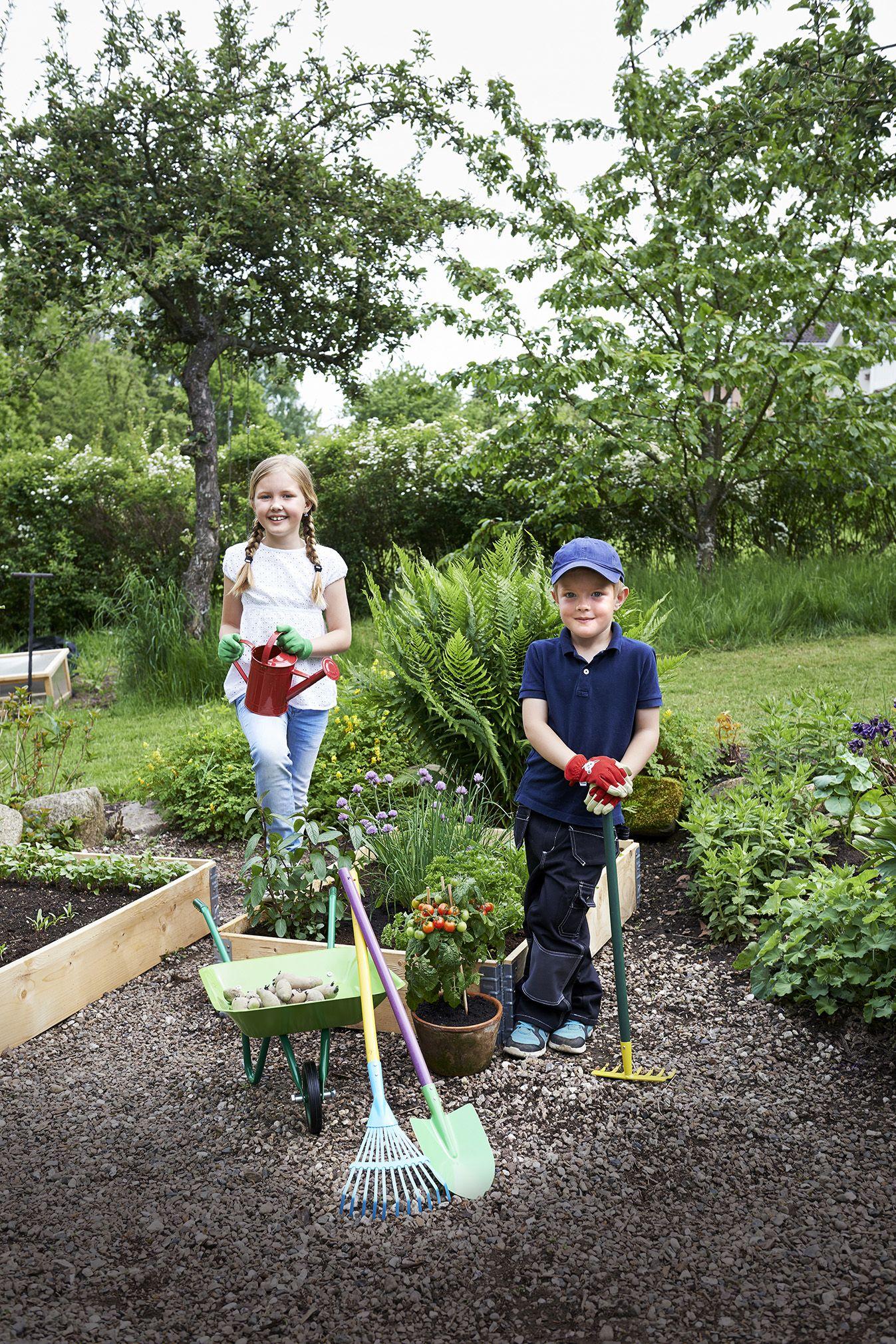 Ota lapset mukaan puutarhanhoitamiseen! Omilla, oikeankokoisilla välineillä työt sujuvat helposti.