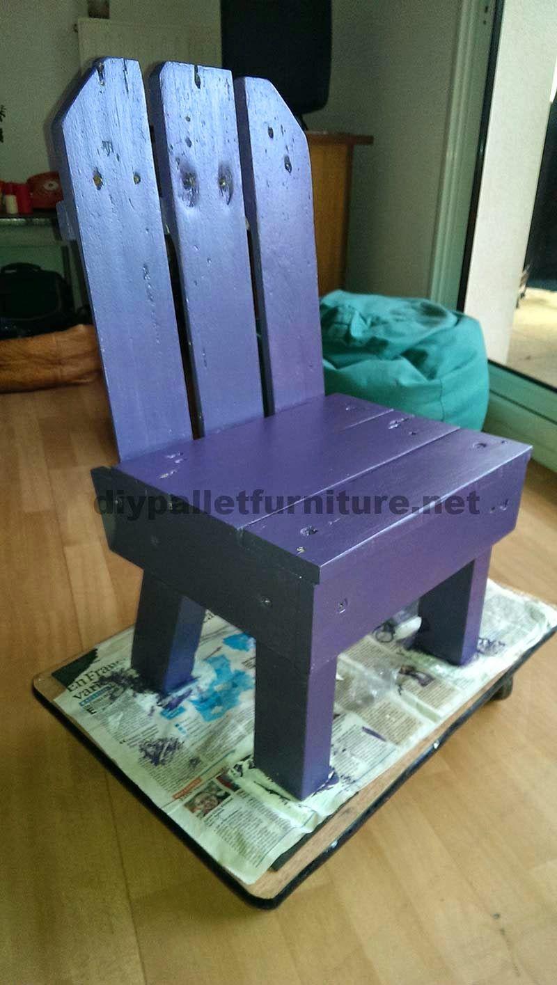 Peque a silla para ni os hecha con palets palets for Sillas para ninos