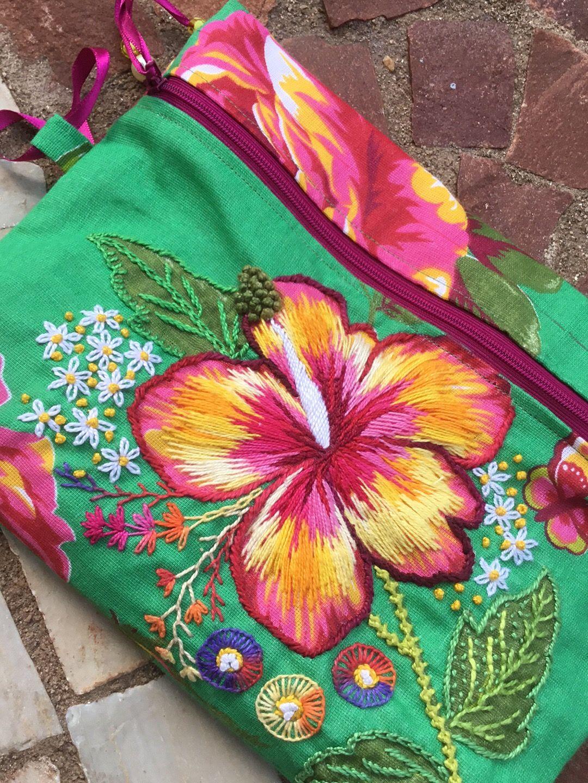39a9b4f7f Bordado #chitabordada #flor | Bolsos | Bordado, Projetos de bordados ...