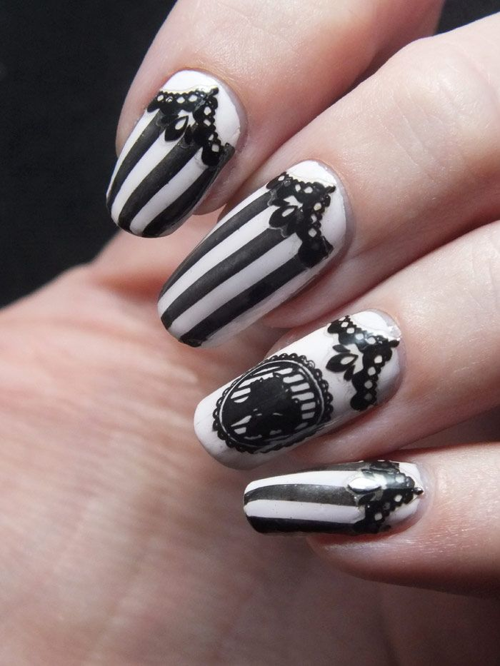 fun black and white nail art - Nail-art-manucure-baroque-camee-create-your-own-bundle-monster