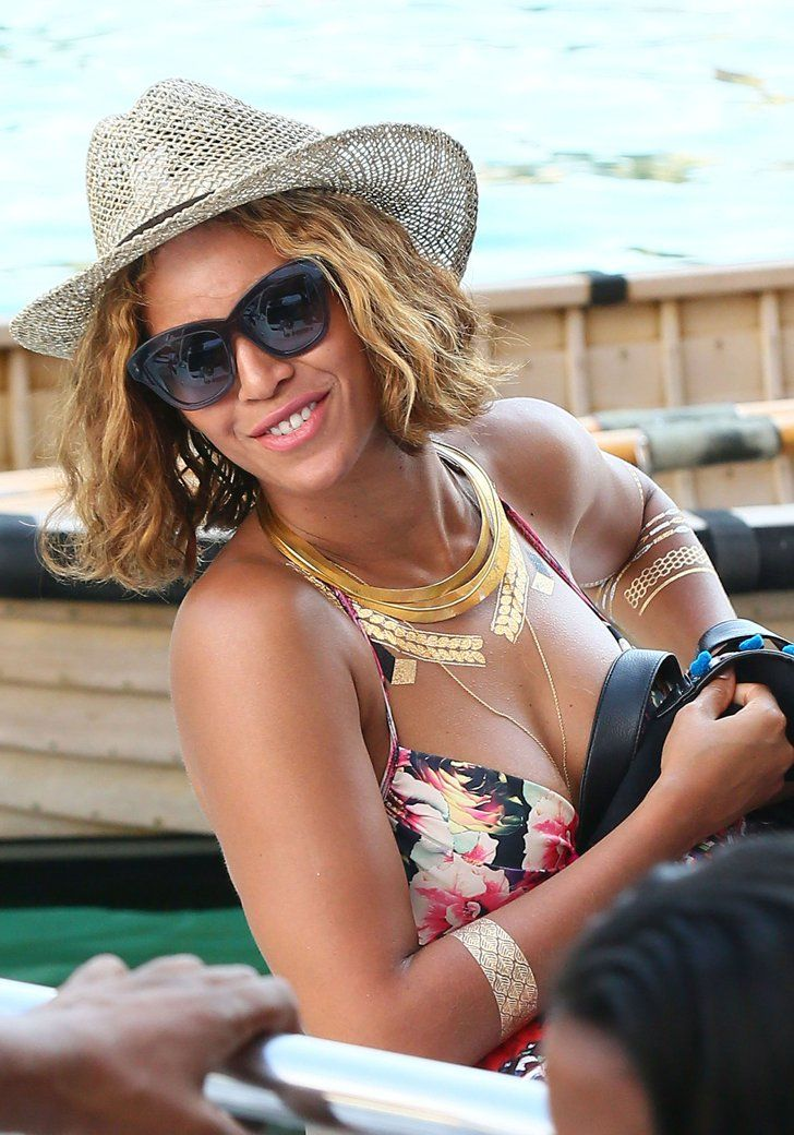 Pin for Later: Beyoncé and Jay Z Keep the Sexy Vacation Moments Coming