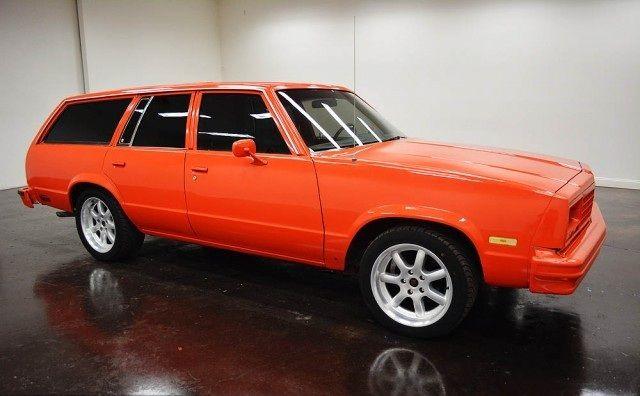 1983 Chevrolet Malibu Station Wagonavec 2 portes et de couleur - couleur des portes interieur