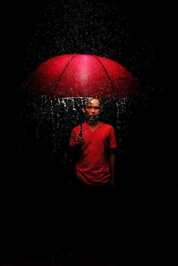 red umbrella  roter regenschirm regenschirm fotografie