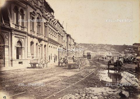 La città di Valparaiso in Cile; veduta di Avenida Errazuriz, 1888, Raccolte Museali Fratelli Alinari (RMFA), Firenze