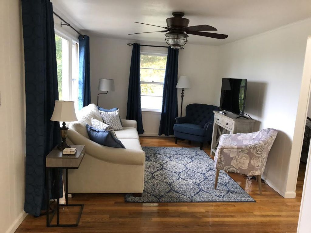 Mountain View Cottage 2. Newly remolded 2 bed room one