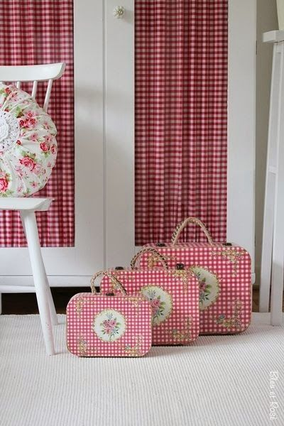 The Olde Barn: Shabby Red