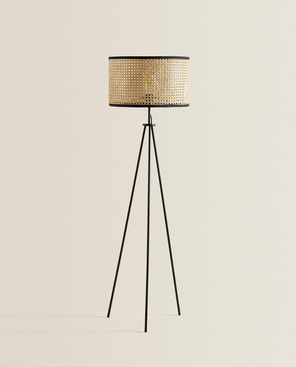 Https Www Zarahome Com De Wohnzimmer Lampen Und Beleuchtung Stehlampe Aus Rattan C1089527p3012499 In 2020 Rattan Floor Lamp Floor Lamps Living Room Wicker Floor Lamp