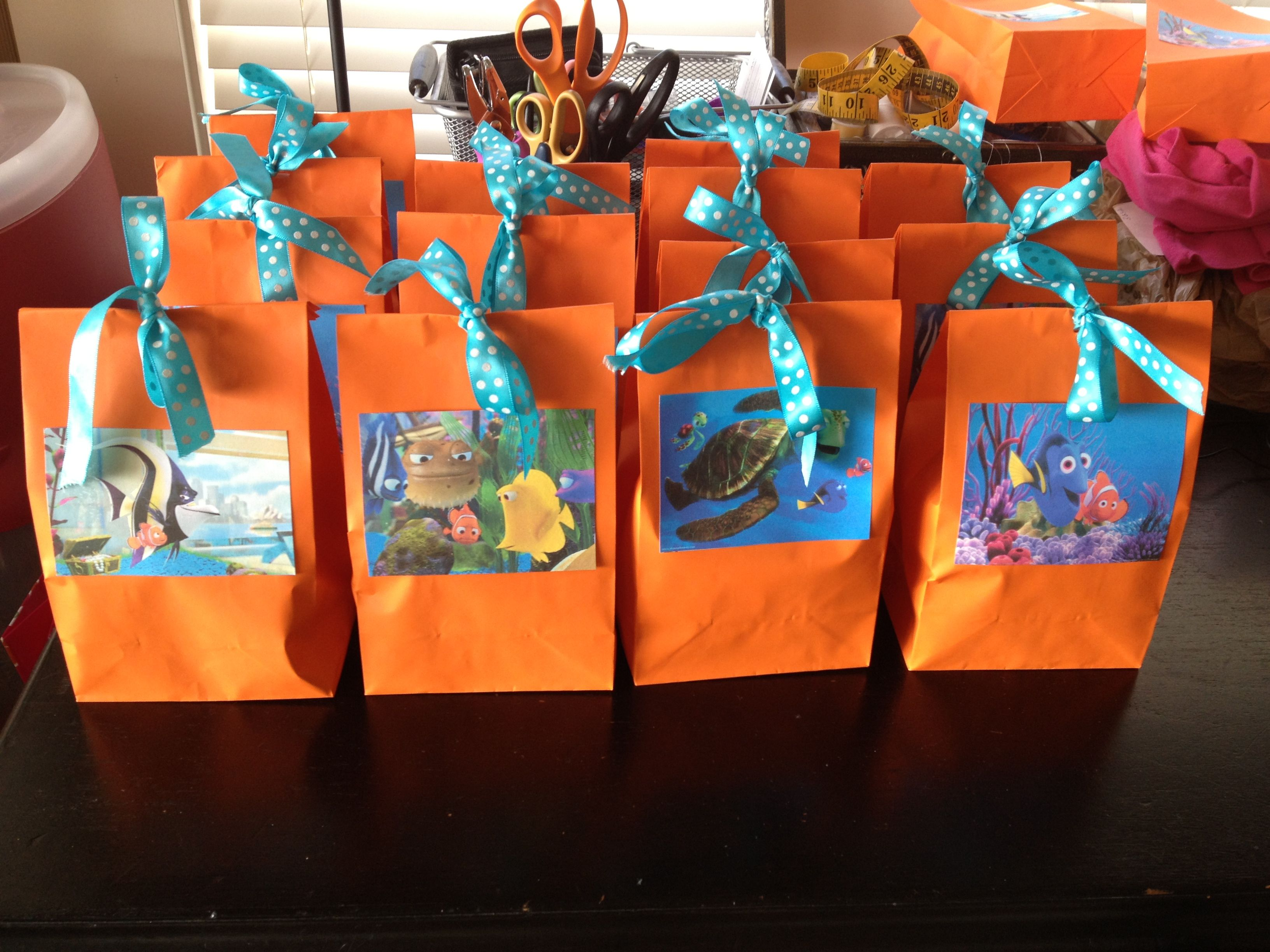 Finding nemo goodie bags do it yourself love it party for Nemo decorations