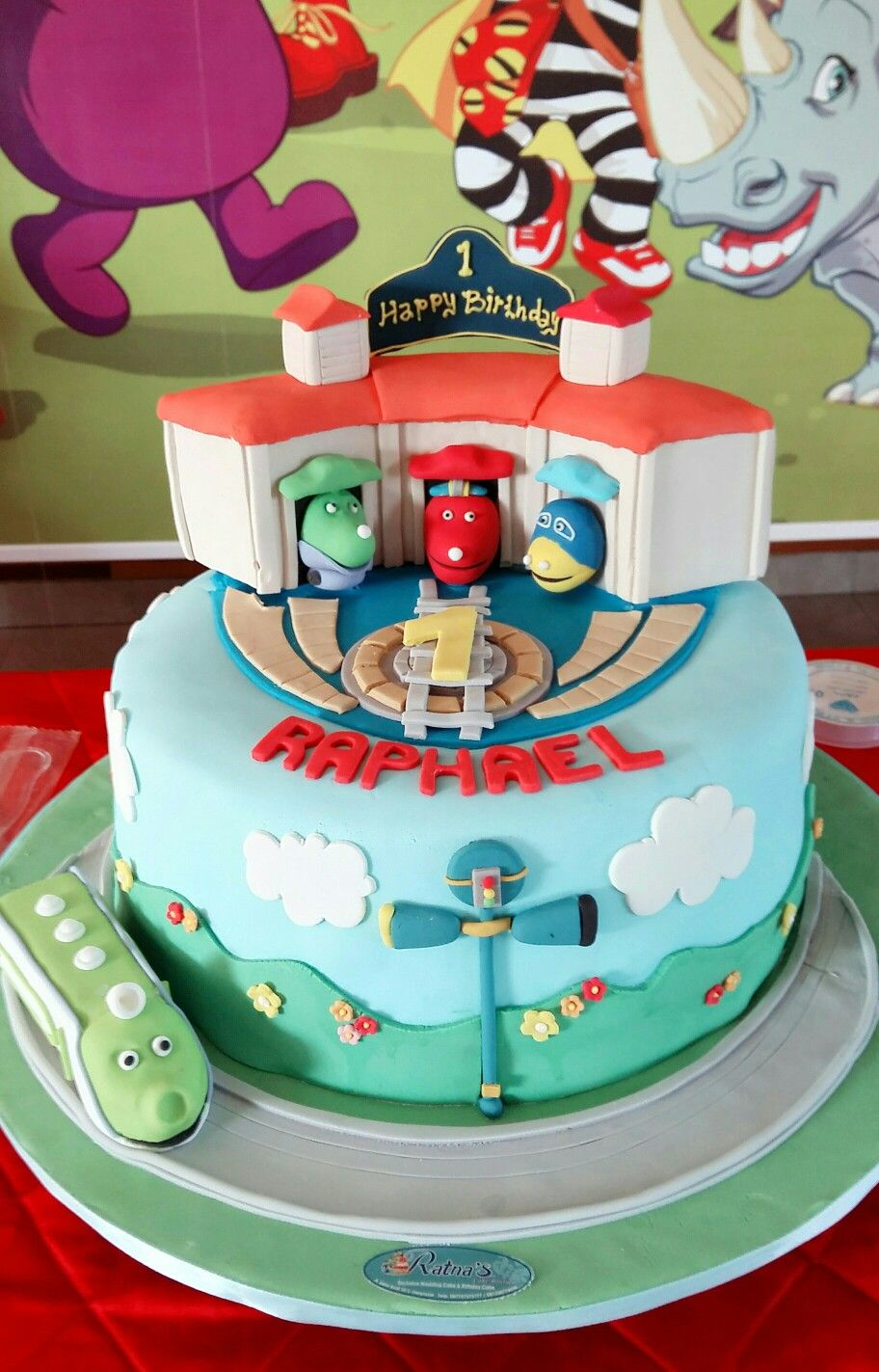 El\'s 1st birthday - Chuggington cake | Birthday Ideas | Pinterest ...