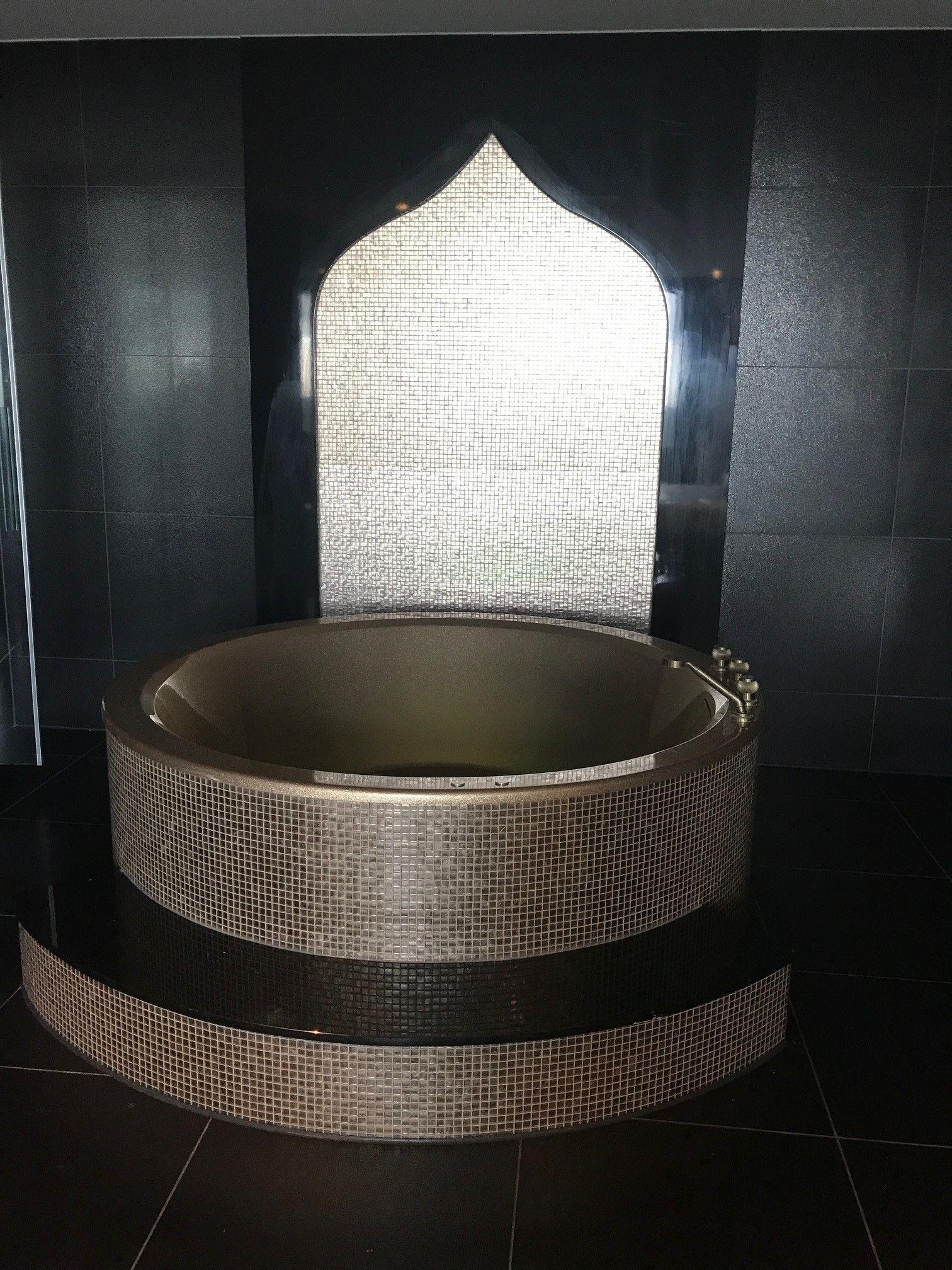Pin van Designed Sanitair op Luxury Bathtubs | Luxe, Luxe ...