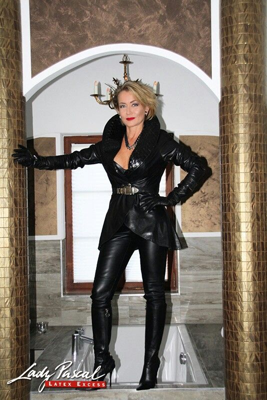 Leather Outfits, Leather Fashion, Sexy Latex, Dominatrix, Leather Leggings,  Mistress, Black Leather, Stiletto Boots, Sexy Women