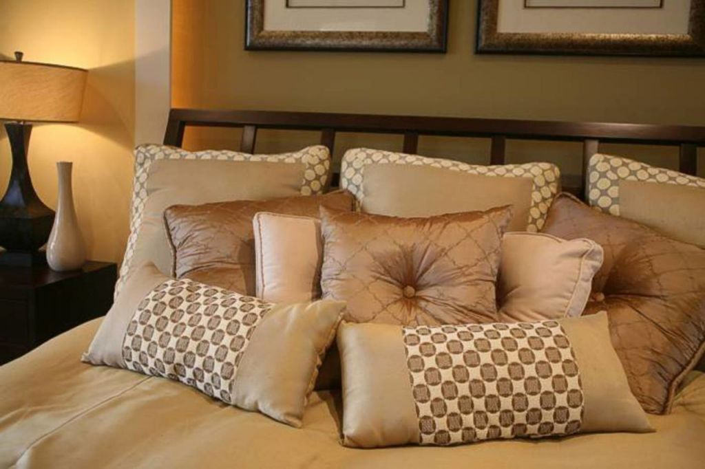Декоративные подушки - 100 фото идей и новинок от профи ...