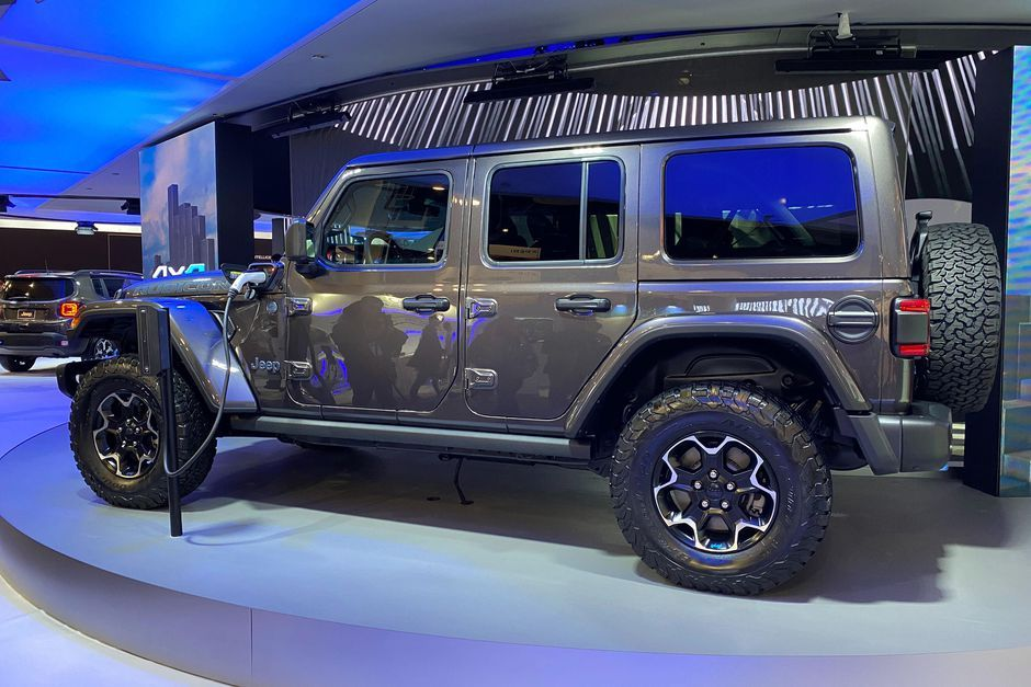 Jeep S New Plug In Hybrid Wrangler Compass And Renegade Debut At Ces 2020 En 2020 Jeep Wranglers Jeep Wrangler Voiture Hybride Rechargeable