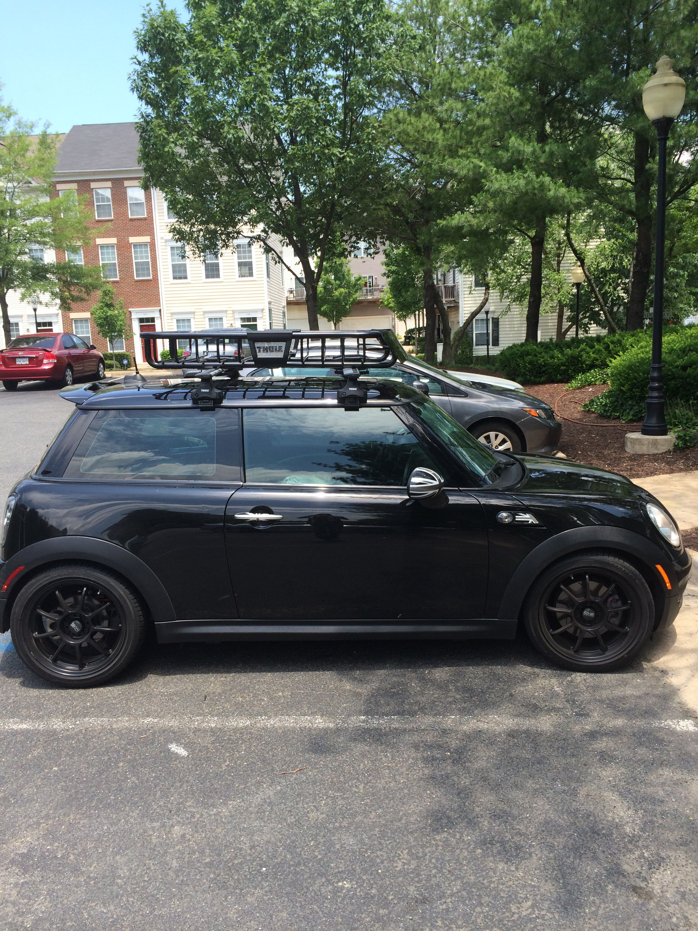 09 Mini Jcw W Thule M O A B Roof Rack Roof Architecture Glass Porch Modern Roofing