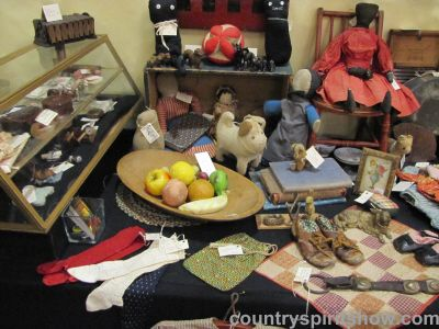 Lyn Andeen Antiques At Country Spirit Antiques Show, Arcola, IL