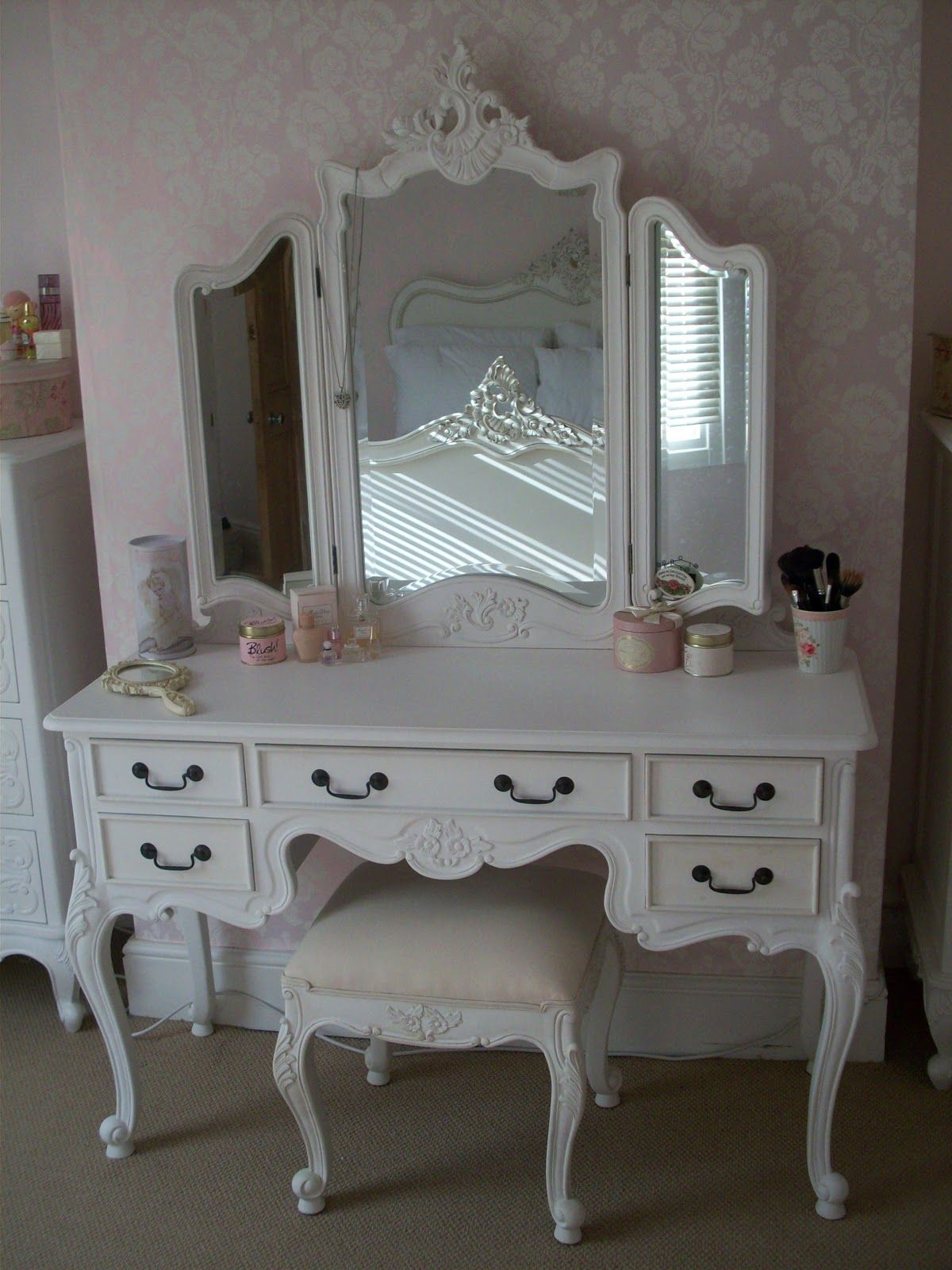 Amazing White Wooden Tri Fold Dresser Vanity Makeup Table With 5 Drawer And Stool For Decorate