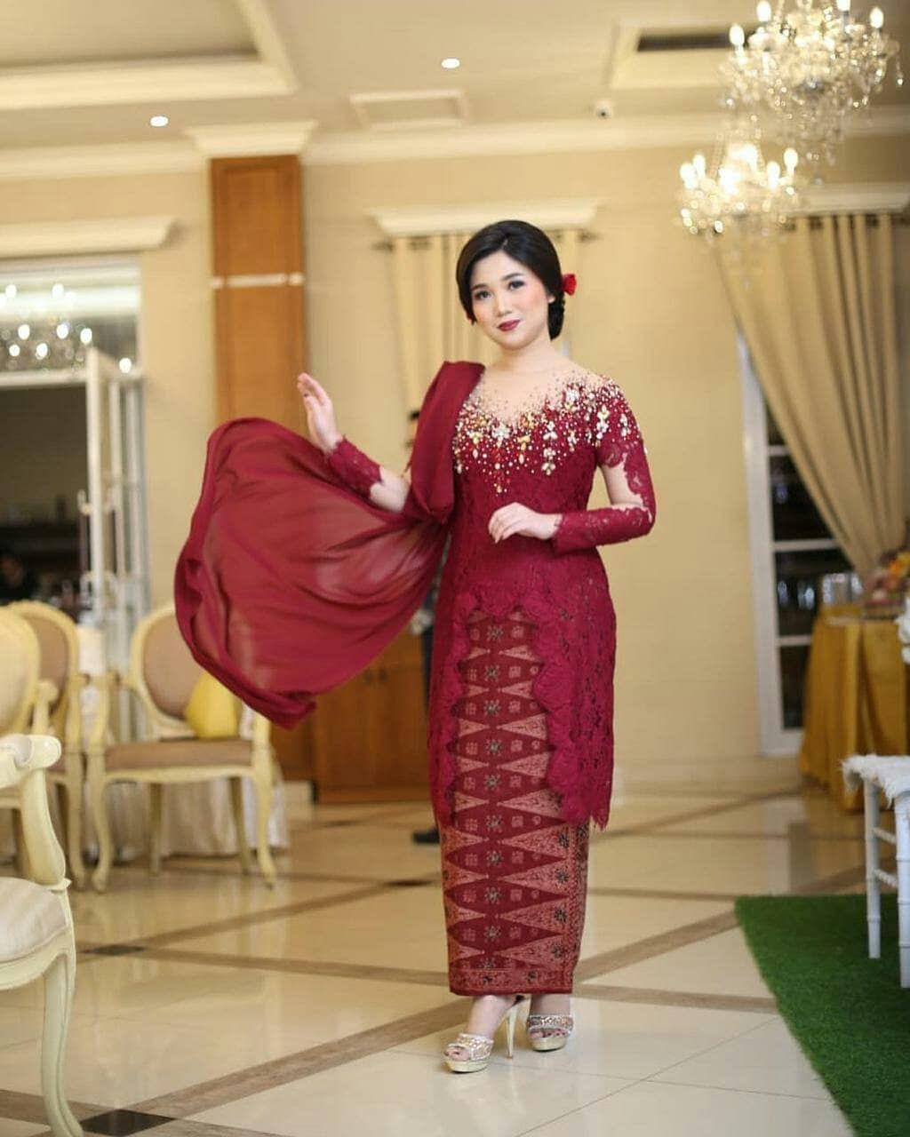 Photo of Engagement Day sis luthfi. Thank u for wearing @ulimora_kebaya . Open PO kebaya …