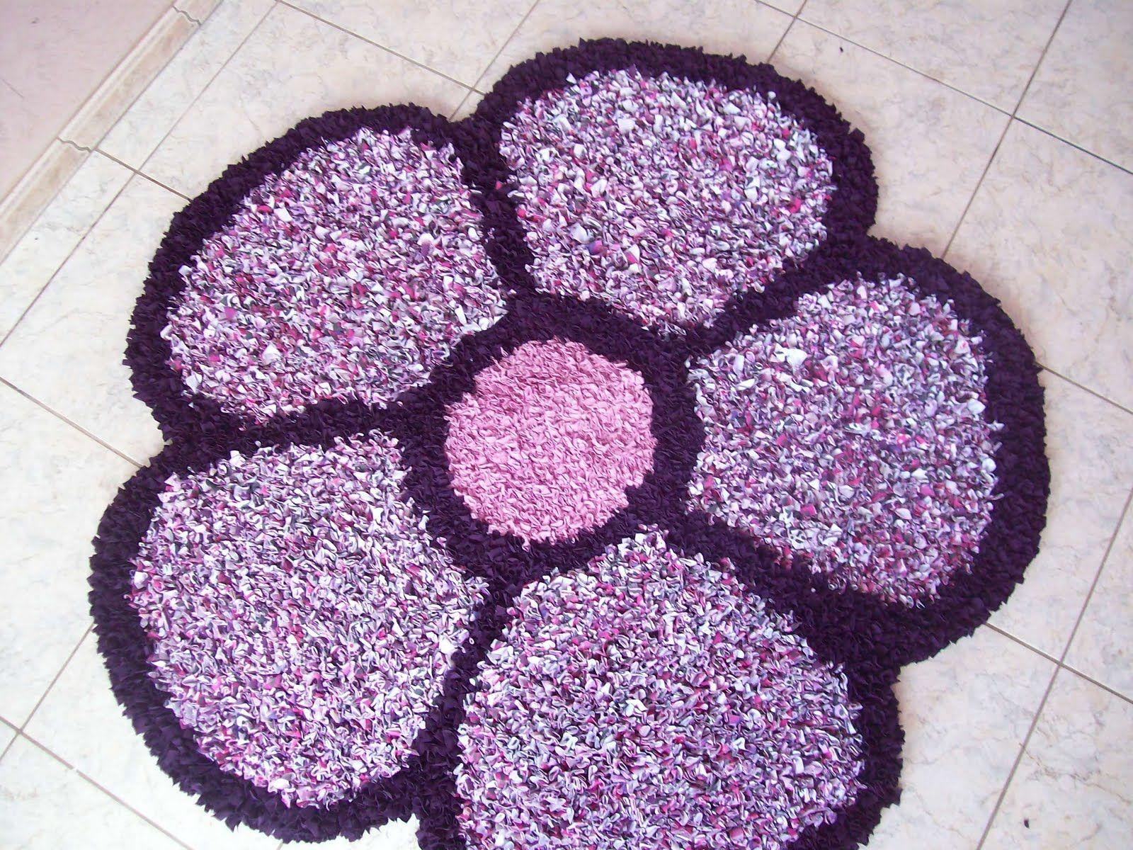 Tapetes artesanais com formato de flor com a cor rosa for Tapetes de crochet