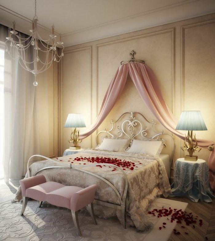 Romantisches Schlafzimmer Mit Weißem Kronleuchter. Himmelbett Vorhang  Himmelbette Zusammengebunden Farbig