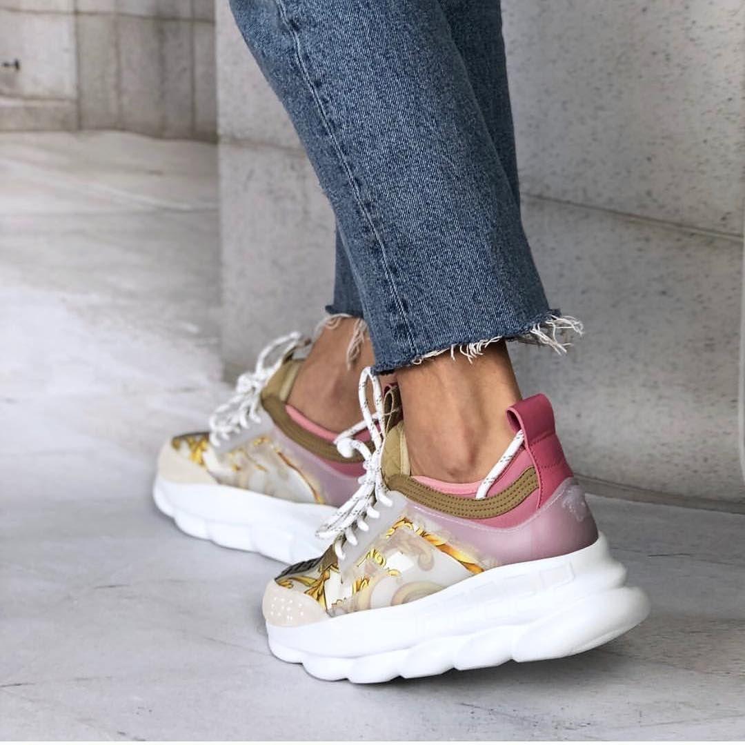 To Wiecej Niz Sneakersy Versace Bestsellerowy Model Butow To Must Have W Sezonie Ss19 Spieszczcie Sie Vans Old Skool Sneaker Saucony Sneaker Vans Sneaker