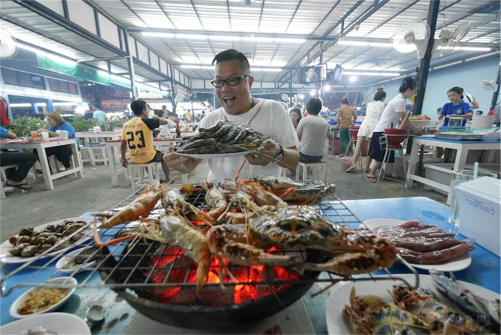 Mangkorn Seafood Is A Por Buffet Restaurant Located In Din Daeng Area Most