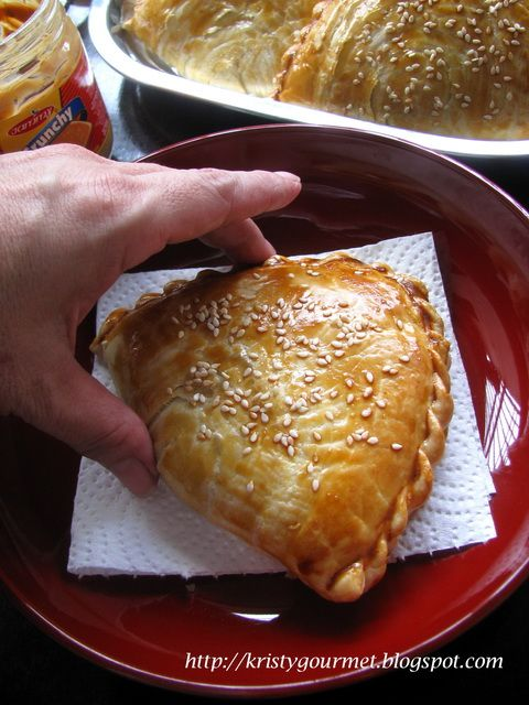 Kaya Puff Is A Very Popular Chinese Pastry In Malaysia Singapore And I Am One Of The Fan Sometimes I Just Can T Get En Puff And Pie Pastry Hand Pie