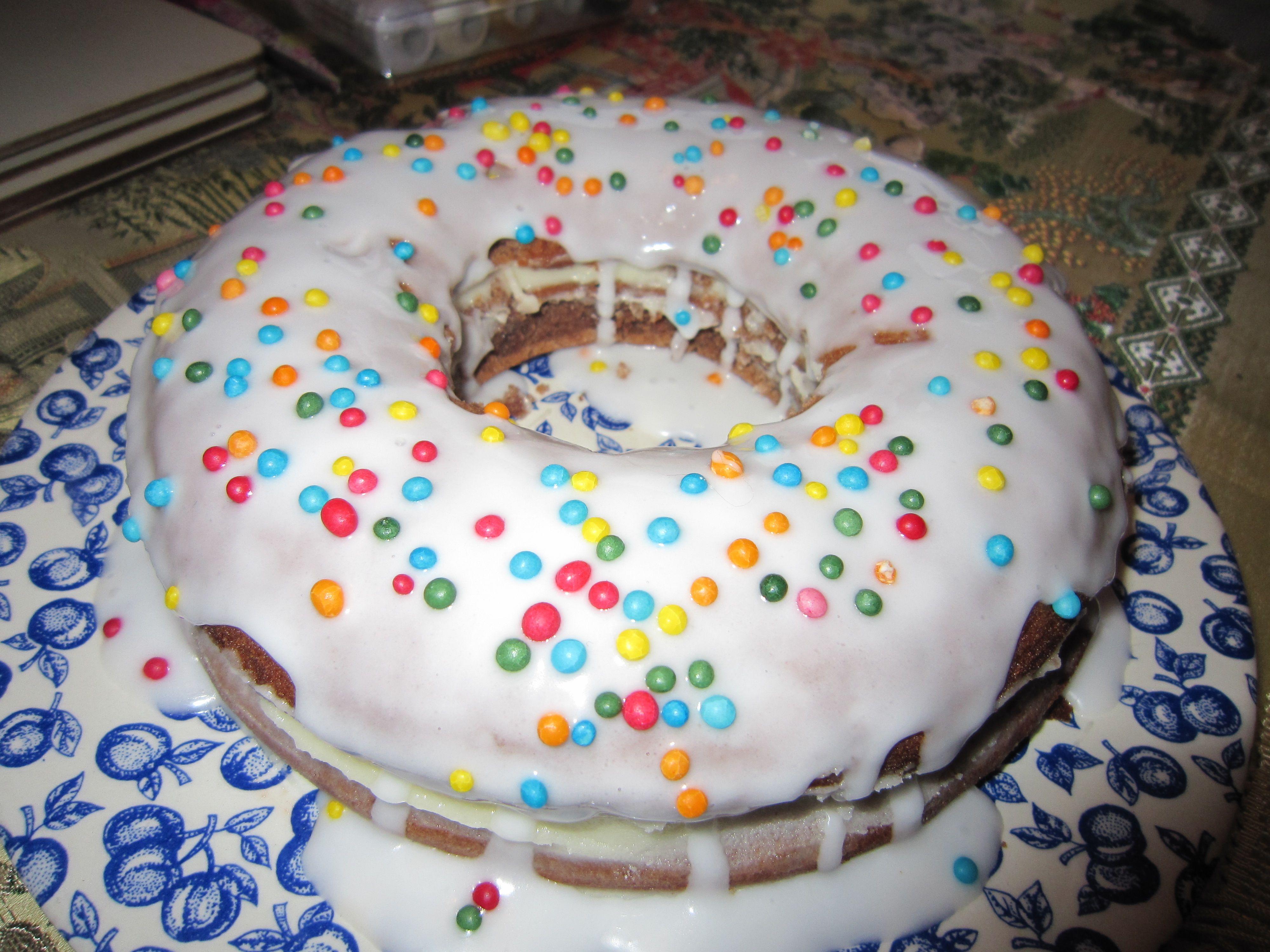 Giant Doughnut Shaped Cake Use Bundy Or Round Pans