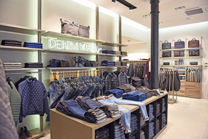 amortiguar Sobrevivir escapar  Liu-Jo Uomo premium store by Studio Poiesis, Bologna – Italy » Retail  Design Blog | Store interior, Retail shop, Interior