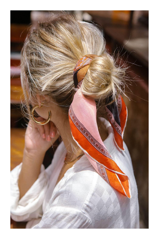 Pañuelos y coletas de súper moda en esta temporada #hairstyle