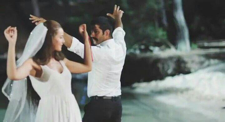 Fahriye Evcen Burak Ozcivit Ask Sana Benzer Couple Photos Photo Photographer