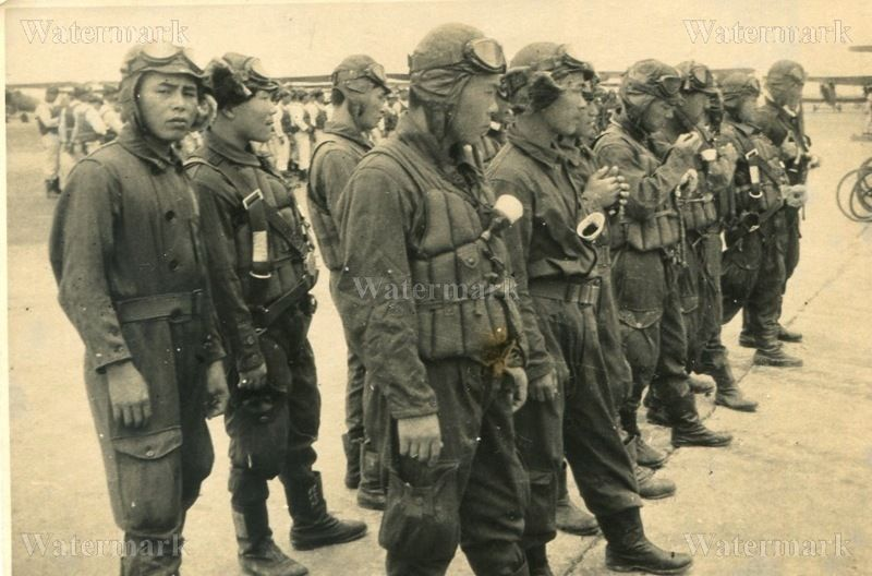 0b85aab1 ORIGINAL WWII JAPANESE PHOTO: NAVY AIR FORCE FIGHTER PILOTS IN FULL ...