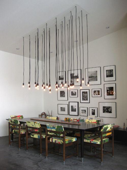 lámparas que enmarcan sitios... esto sería más bien para un espacio de techos altos, pero hay otras formas de hacerlo