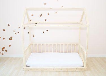Das Kinder Traumhaus Ist Sowohl Hausbett Zum Ausschlafen Als Auch Ein  Kinderspielhaus Aus Holz Zum Ausspannen