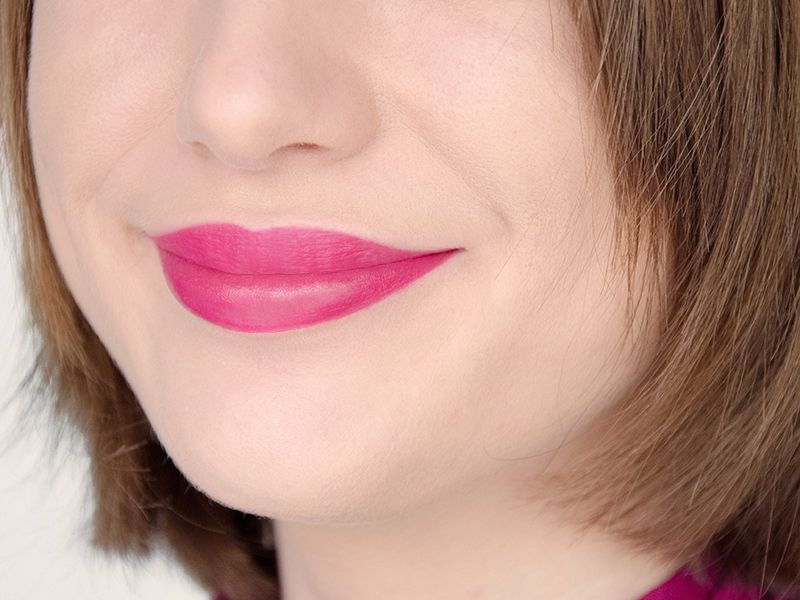 Crayon jumbo à lèvres Colour Lip-Stix (Models Own) - Teinte Raspberry Cool #blog #beaute #maquillage #makeup #lips #crayon #jumbo #levres #colourlipstix #modelsown #rose #framboise #raspberrycool #revue #avis #swatch #swatches http://mamzelleboom.com/2015/02/19/crayon-jumbo-levres-colour-lip-stix-lipstick-models-own-rose-clair-nude-neutre-beauty-blush-rouge-framboise-fuchsia-raspberry-cool-swatch-swatches/