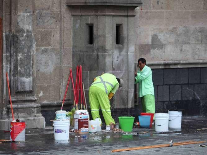 Inicia reparación de Palacio Nacional tras ataque anarquista - Terra México
