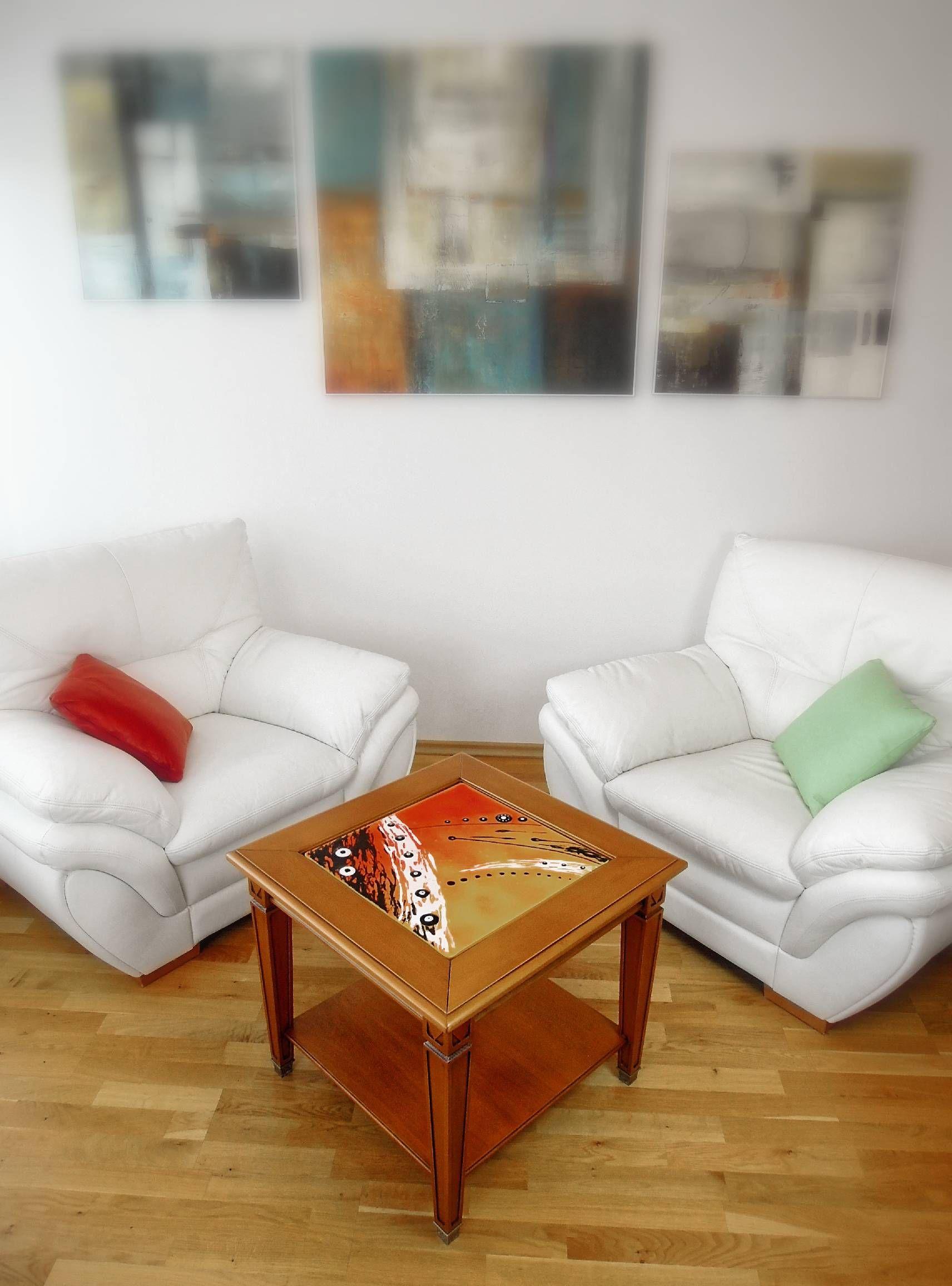 Faites entrez dans votre salon une alliance parfaite de deux matériaux nobles, et aménagez votre salon avec les tables basses Kupart
