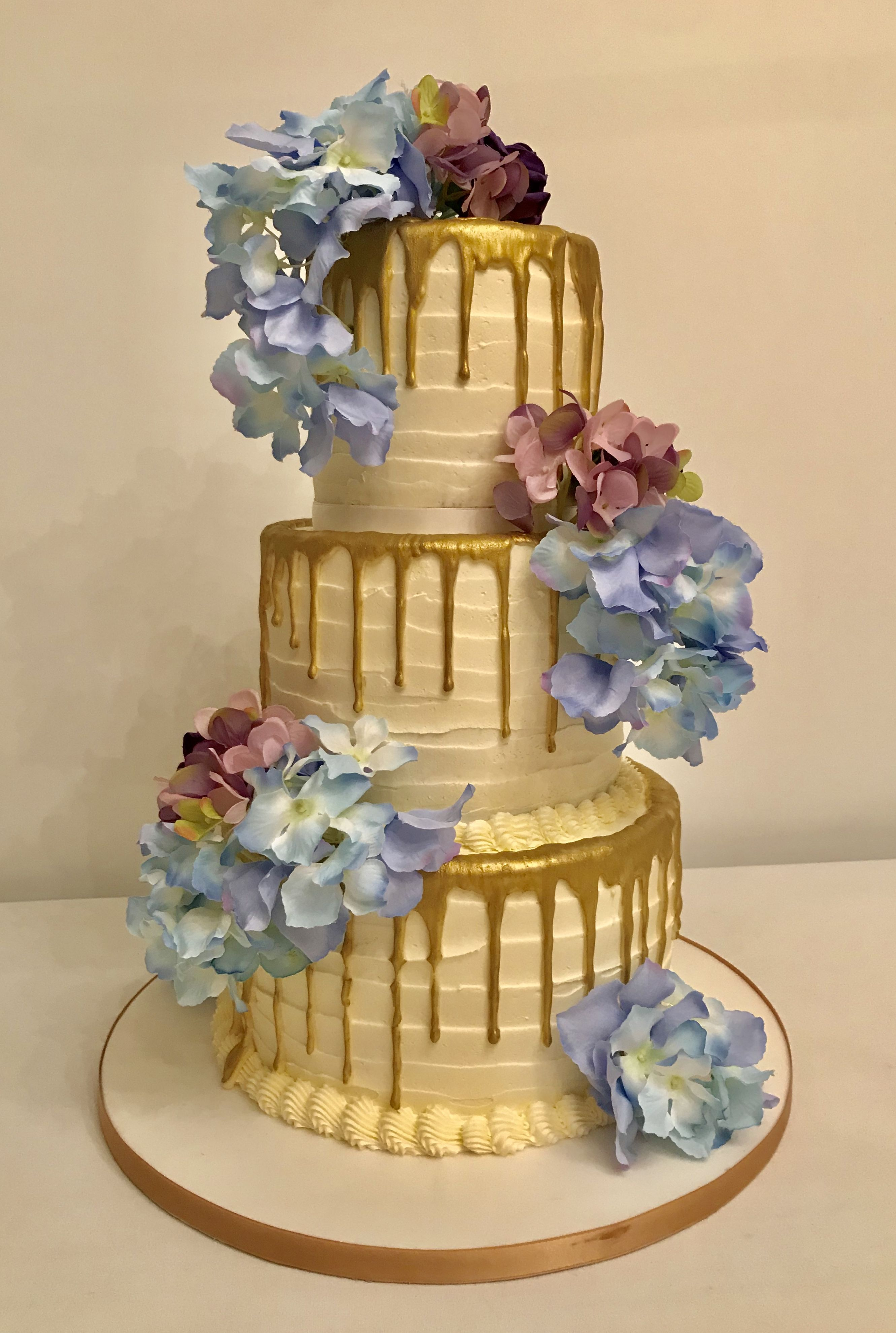 A golden drip cake for your wedding cake and all occasions ...