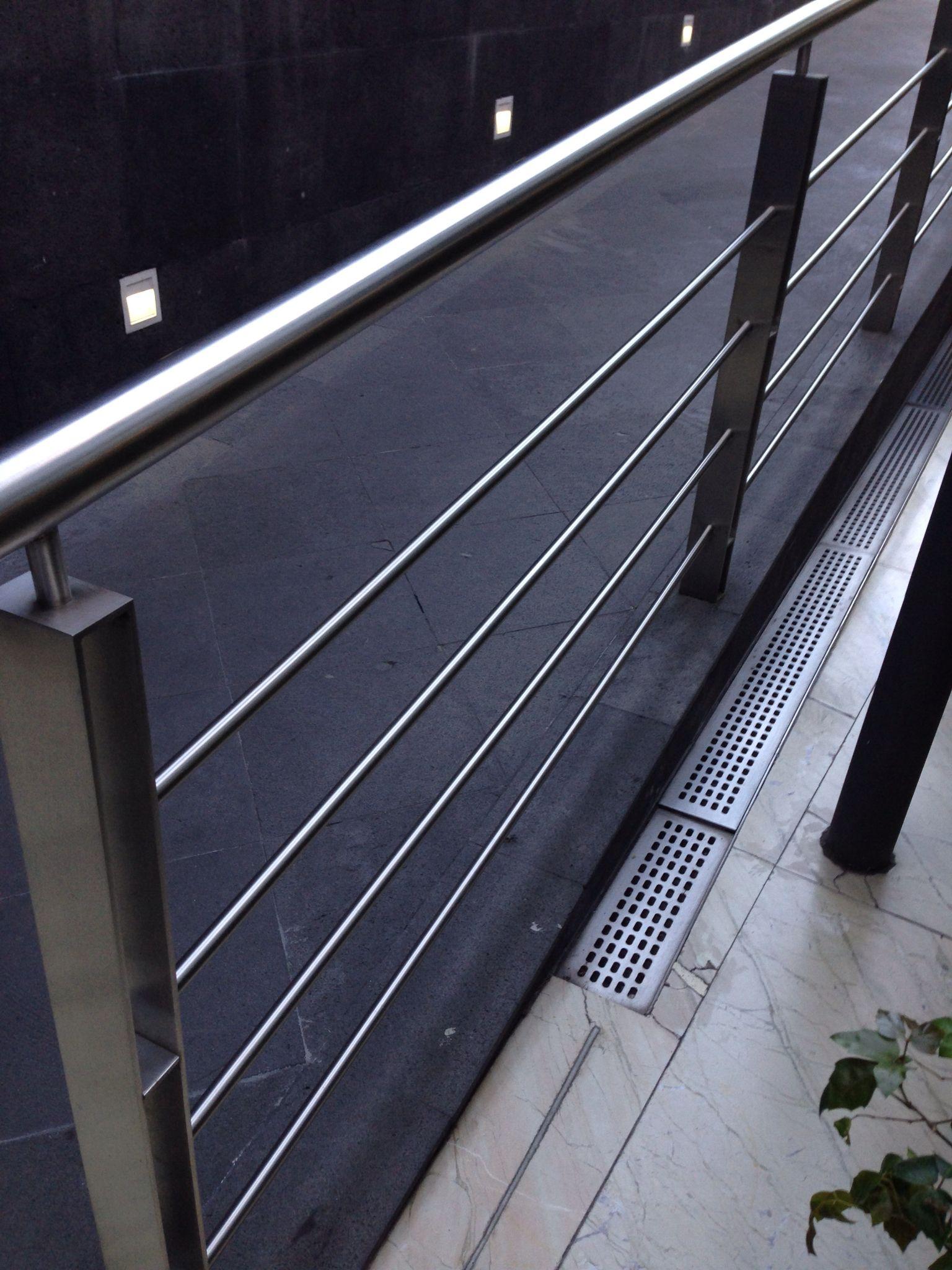 Barandales de acero para exteriores escaleras y barandal for Barandas para terrazas
